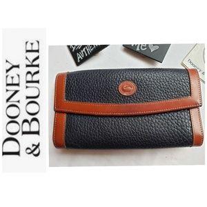 Dooney &Bourke  100% Authenic Wallet EUC